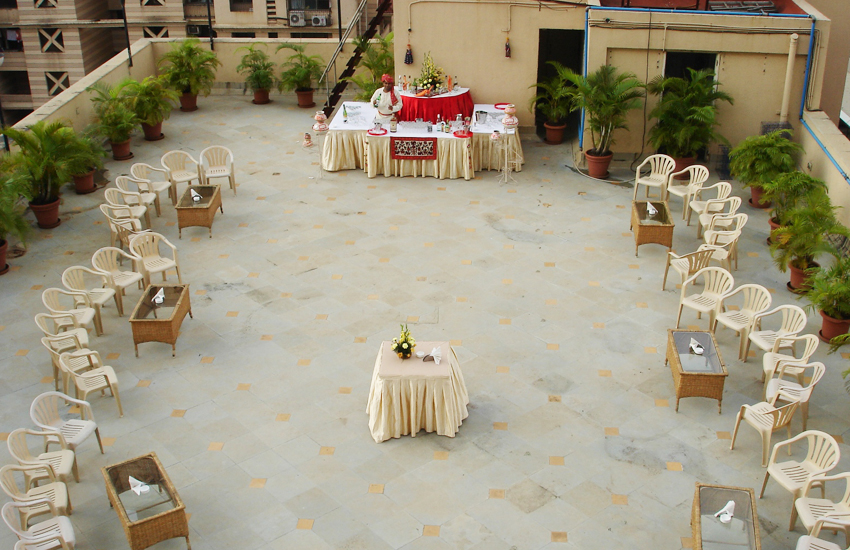 Perfect outdoor weddings venues lawns hotels at andheri for Terrace party decoration